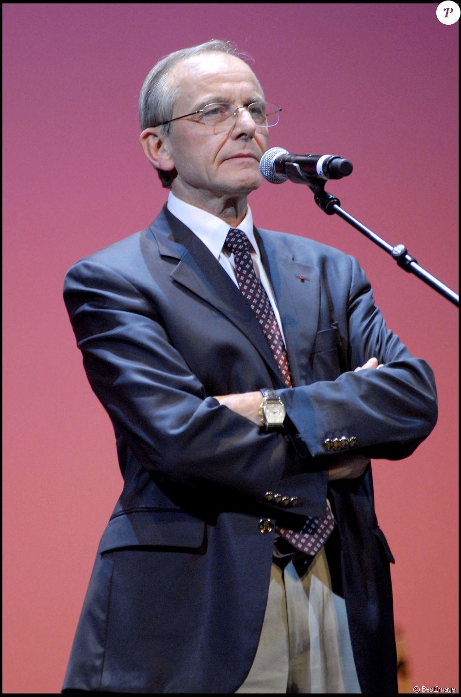 Axel Kahn au théâtre du Châtelet, à Paris. - Purepeople