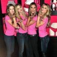 Les Anges de Victoria's Secret ne sont pas radines en bisous. La preuve hier à New York, le 18/11/09