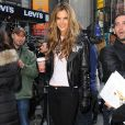 La divine Alessandra Ambrosio a fait carton plein à New York le 18/11/09