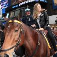 Heidi Klum le 18/11/09 à New York. Une bonne partie de rigolade avec ses copines de Victoria's Secret !