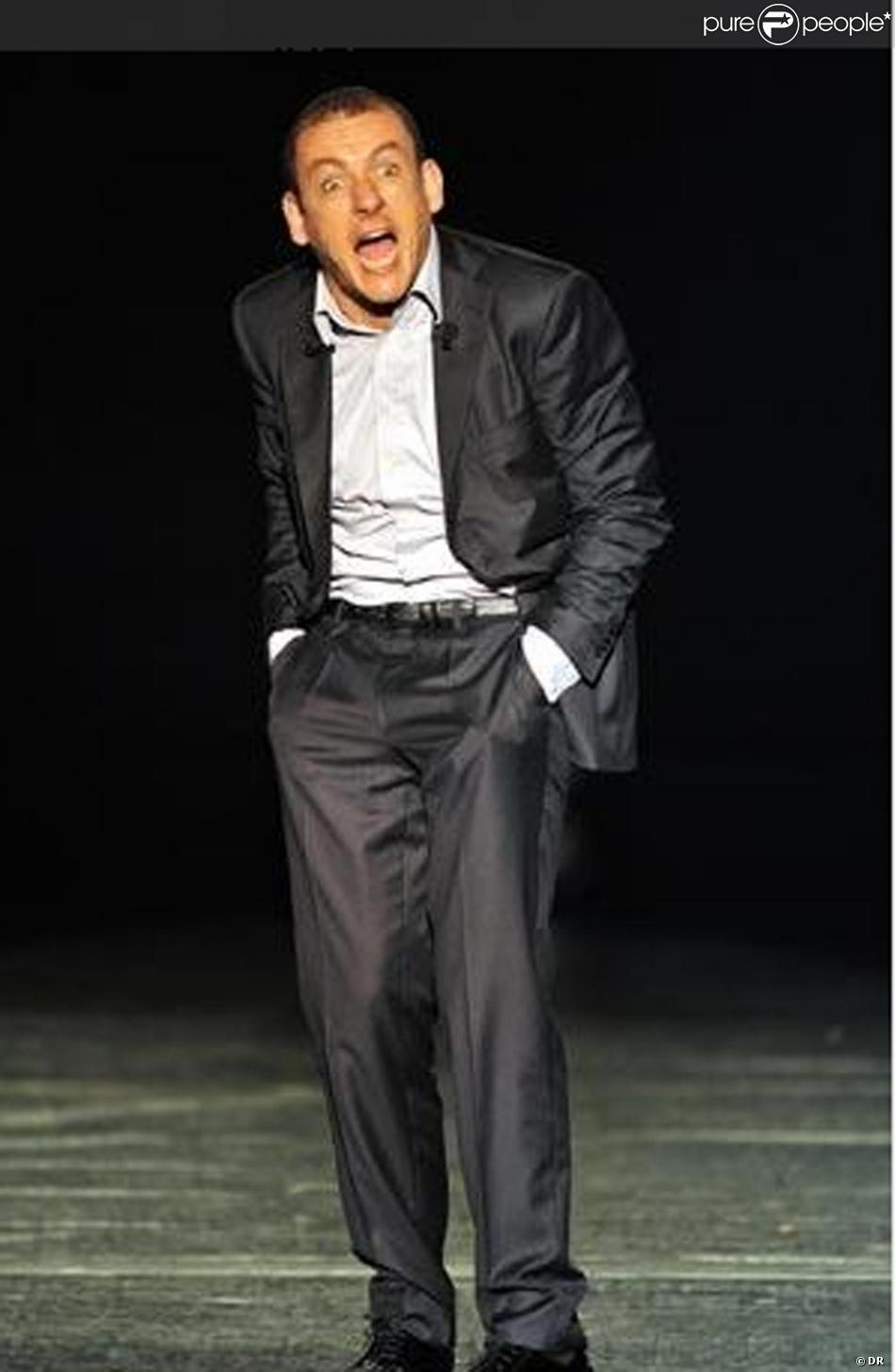 Dany boon sur sc ne pendant son spectacle trop styl for Dans boon