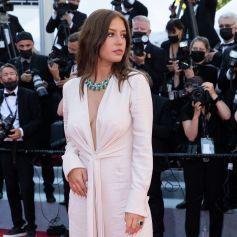 """Adèle Exarchopoulos - Montée des marches du film """" De son vivant """" lors du 74ème Festival International du Film de Cannes. Le 10 juillet 2021 © Borde-Jacovides-Moreau / Bestimage"""