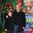 Alain Terzian et son fils Alexandre lors de l'avant-première d'Arthur et la vengeance de Maltazard, le 22 novembre 2009, au Gaumont Ambassade.