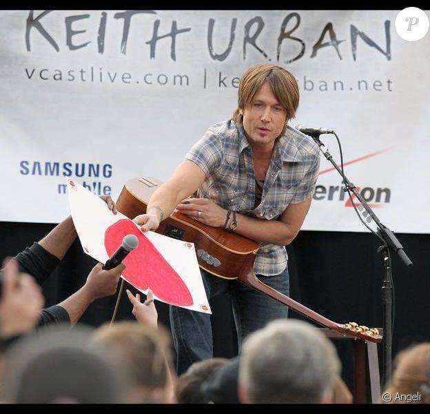 Keith Urban donne un concert acoustique à Passadena, Los Angeles le 21 novembre 2009