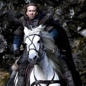 Regardez Nicolas Cage et sa nouvelle perruque... pour une chasse aux sorcières en plein Moyen-Âge  !