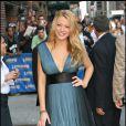 En sortant du  Late Show  de David Letterman, on la découvre plus élégante dans une petite robe au décolleté ravageur !
