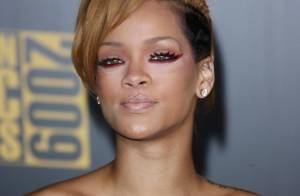 Regardez Rihanna : Camisole de force et nouveau tatouage, elle se la joue Frankenstein... version sexy !