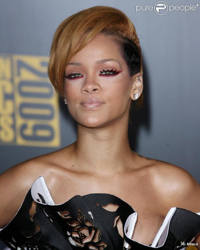 Rihanna lors des American Music Awards le 22 novembre 2009 à Los Angeles
