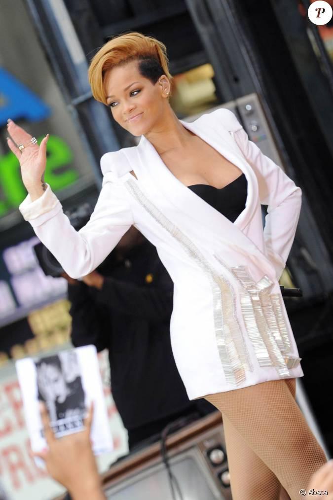 Good Morning America Umbrella : Rihanna chante umbrella lors de l émission good morning