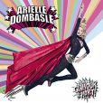 La super héroïne Arielle Dombasle sur la couverture de son dernier album -  Glamour à mort .