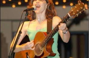 La chanteuse et comédienne Lisa Loeb... est maman !