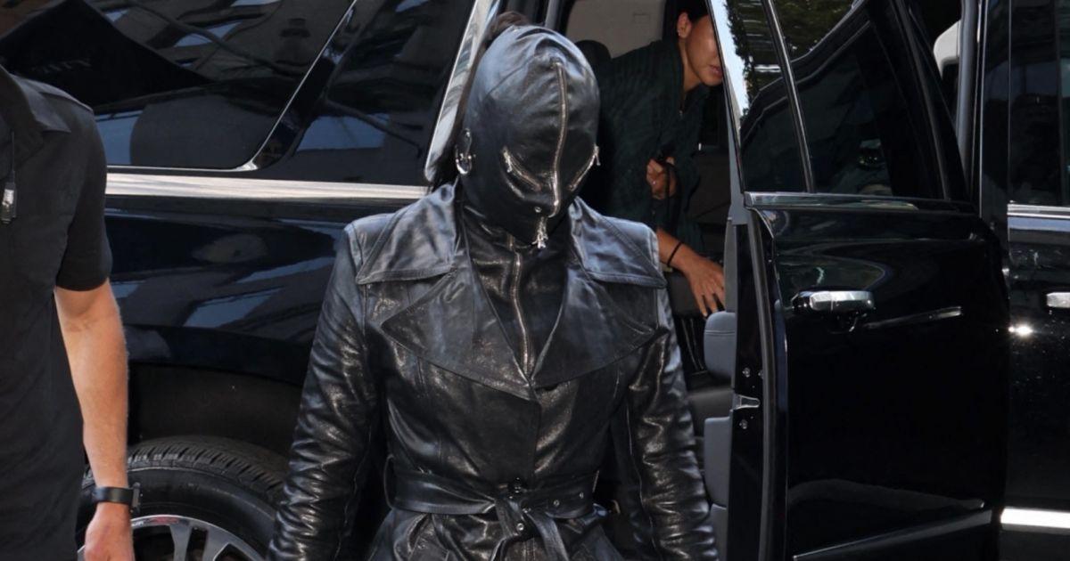 Kim Kardashian façon dominatrice sado maso
