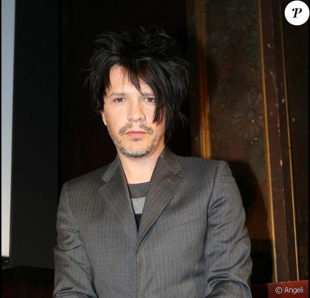 Nicola Sirkis évoque la mort de son jumeau et la possible fin du groupe dans une interview pour La dernière heure, le 3 décembre 2009.