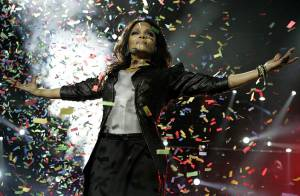 Regardez Janet Jackson, en véritable Queen of Pop, mettre le feu devant une Shakira... survoltée !