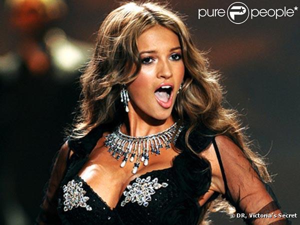 La très belle Kylie Bisutti, 19 ans, gagnante du concours Victoria's Secret... elle devient le nouvel Ange de la marque !
