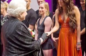 Découvrez Miley Cyrus, Lady Gaga, Whoopi Goldberg, Bette Midler aux côtés de... la reine Elizabeth II !