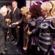 Anastacia, Chaka Kahn et Lulu saluent la reine Elizabeth II au Royal Variety Show 2009. 7/12/09