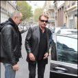 Johnny Hallyday à sa sortie de clinique le 27 novembre à Paris