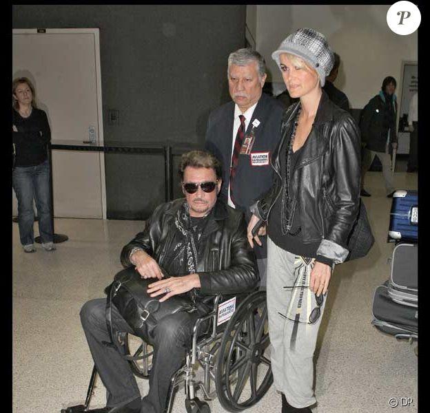 Johnny Hallyday avec Laeticia à sa descente d'avion le 1 er décembre à Los Angeles