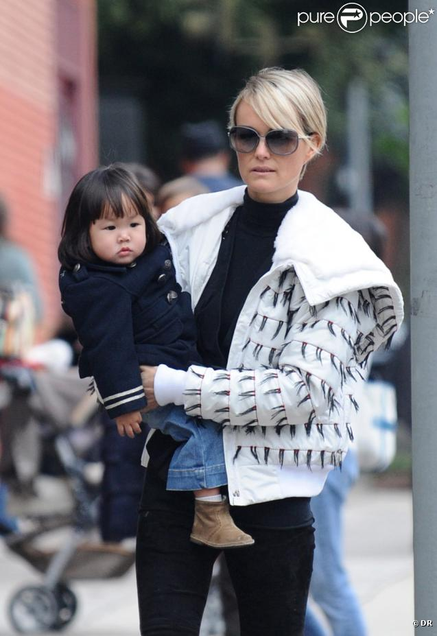 Laeticia Hallyday et sa fille Joy à Los Angeles le 11 décembre 2009