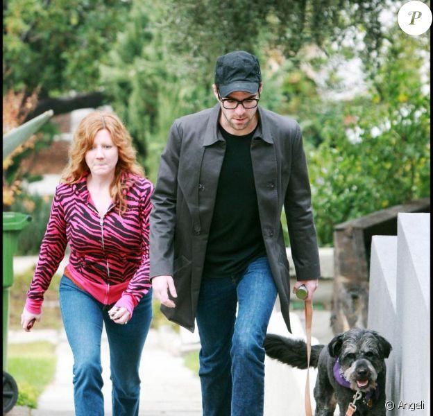 Zachary Quinto enchaîne les longs métrages entre deux épisodes de Heroes... Difficile de trouver une girlfriend dans ces conditions. Il reste un éternel célibataire avec son chien...