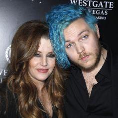 Lisa Marie Presley et son fils Benjamin Keough (petit fils d'Elvis Presley) à la première de The Elvis Experience à Las Vegas.