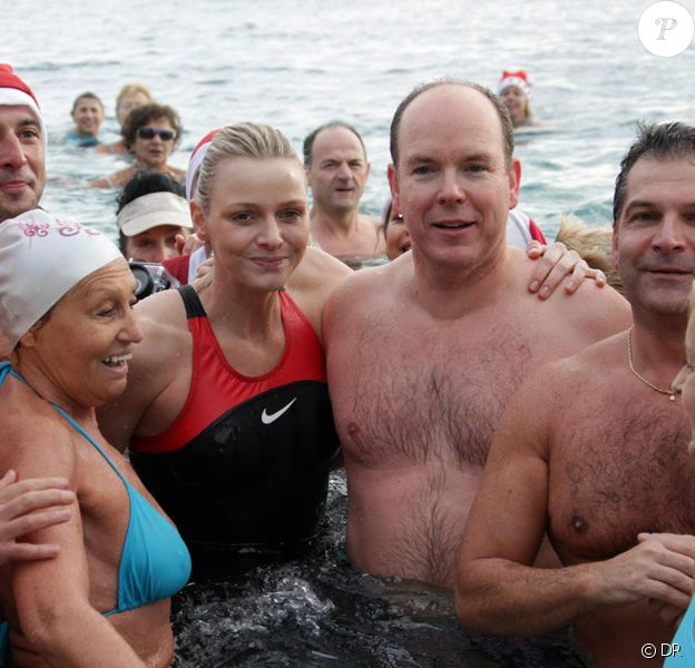 Albert de Monaco et Charlene Wittstock prennent le traditionnel bain de Noël, le 20/12/09