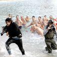 Albert de Monaco et Charlene Wittstock se baigne dans l'eau glacée de la méditerranée, accompagnés du jeune Pierre Casiraghi