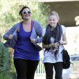 Dakota Fanning est très heureuse lors de son footing en compagnie d'une amie dans les rues de Los Angeles le 29 décembre 2009