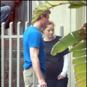 Pour Rebecca Gayheart, enceinte d'une petite fille, son mari le docteur Glamour se... charge de tout !