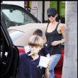 Victoria Beckham et ses adorables bambins à Los Angeles le 11 janvier 2010