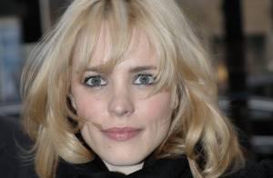 La séduisante Rachel McAdams en blonde et le beau Jude Law tout bronzé... sont à Paris !