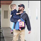Violet Affleck : dans les bras de son papa, Ben... elle plane !