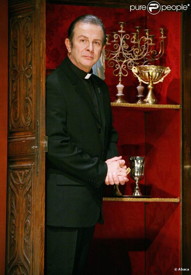 Roland Giraud donne depuis janvier 2009 la pièce  Bonté divine , dans une mise en scène de Christophe Lidon...