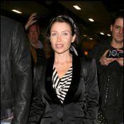 Dannii Minogue radieuse et enceinte retrouve sa soeur Kylie... Va-t-elle lui donner des envies de bébé ?