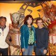 Gerald Holtz, Julie Arnold et Alain Prost lors du spectacle du Roi Lion au théâtre Mogador le 20 janvier 2010