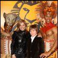 Valérie Douillet et son fils lors du spectacle du Roi Lion au théâtre Mogador le 20 janvier 2010