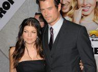 Josh Duhamel a la tête qui tourne entre sa femme Fergie et Kristen Bell, deux beautés sexy !
