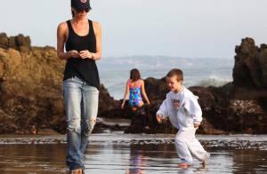 Victoria Beckham : Pour ses adorables fils, elle oublie les talons hauts et... se jette à l'eau !