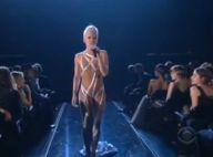 Pink : Regardez-la faire son numéro de voltigeuse sexy, émerveillant Rihanna et le public des Grammy Awards !