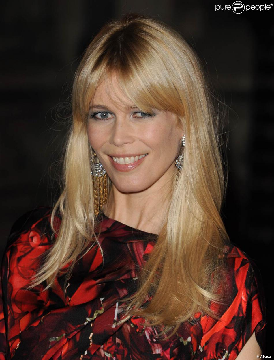 a bient t 40 ans claudia schiffer 39 ans est enceinte de son troisi me enfant mari e. Black Bedroom Furniture Sets. Home Design Ideas