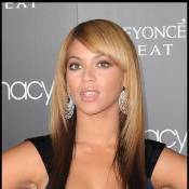 Beyoncé : pour la promo de son parfum, elle mise tout... sur son énorme décolleté !