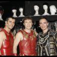 Christopher Stills entouré de deux partenaires lors de la dernière représentation de Cleopâtre, le 31 janvier 2010