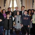Alain Bédouet, Frédéric Mitterrand, Laurent Delahousse et des enfants (8 février 2010)