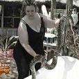 Comme tous les jours, Velvet d'Amour est toujours de corvée de serpent... mais cette fois, la bestiole n'est pas de très bonne humeur.
