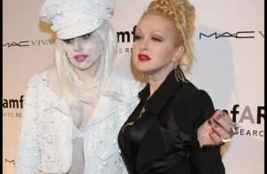 Lady GaGa et Cindy Lauper font leur numéro extravagant et n'ont pas peur... du ridicule !