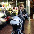 Sarah Michelle Gellar va faire les courses, à Westwood, accompagnée d'une amie. 20/02/2010