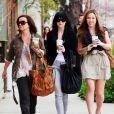 Ashlee Simpson est de sortie avec des amies : elles se rendent dans un institut de beauté, jeudi 18 février.