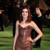 Anne Hathaway, Daisy Lowe, Camille Parker Bowles... découvrez les pires looks de la première d'Alice au Pays des Merveilles !