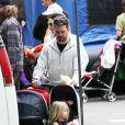 Jason Priestley, sa femme Naomi et leurs enfants Ava et Dashiell, à Los Angeles le 21 février 2010